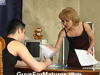 Wicked older chick getting her cum-hole licked right throughout her smooth hose